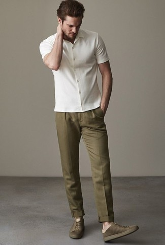 How to Wear a White Short Sleeve Shirt For Men: Make a fashionable statement anywhere you go by opting for a white short sleeve shirt and olive dress pants. Want to go easy on the shoe front? Introduce olive canvas low top sneakers to the mix for the day.