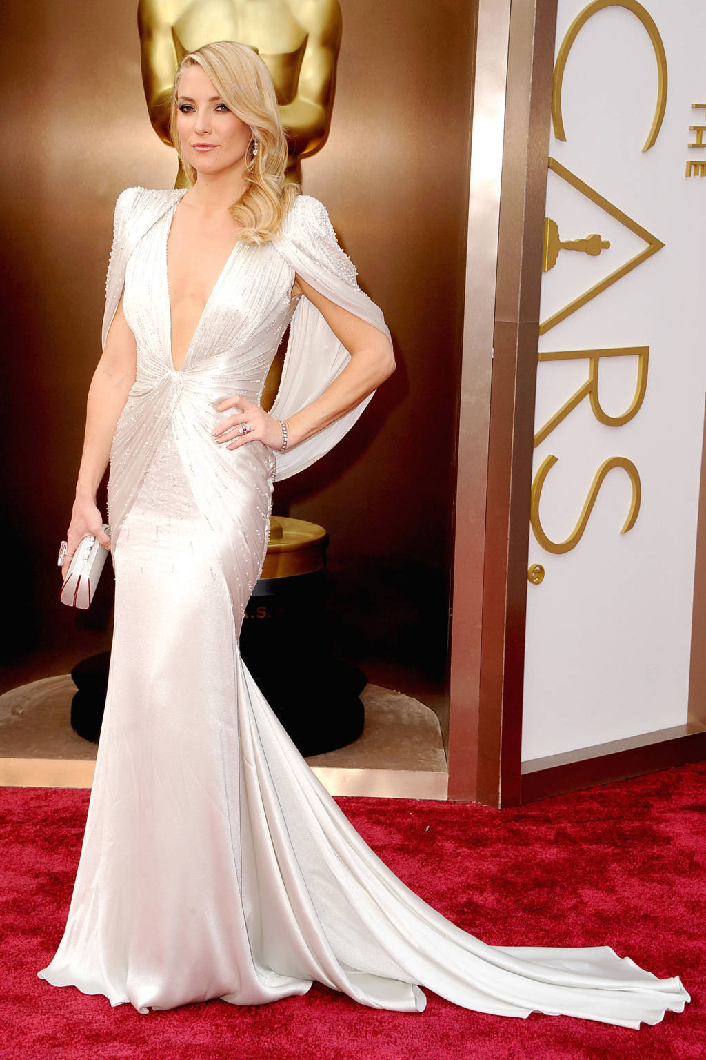 Kate Hudson wearing White Silk Evening Dress, White Clutch | Women\'s ...