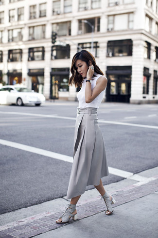 How to wear: white sleeveless turtleneck, grey pleated midi skirt, grey leather heeled sandals
