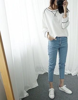 How to wear: white sweatshirt, light blue skinny jeans, white low top sneakers