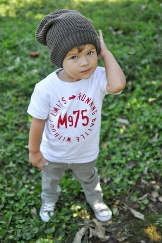 How to Wear Charcoal Sneakers In Summer For Boys: This combo of a white t-shirt and grey jeans is both a comfortable and stylish choice for your munchkin. This ensemble is complemented perfectly with charcoal sneakers.