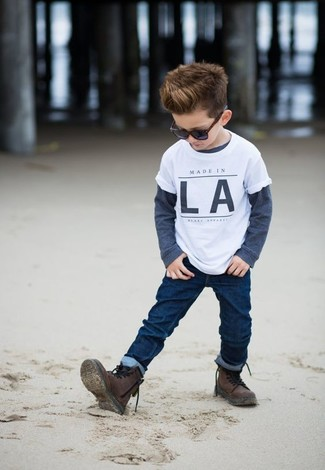 How to wear: white t-shirt, navy long sleeve t-shirt, navy jeans, dark brown boots