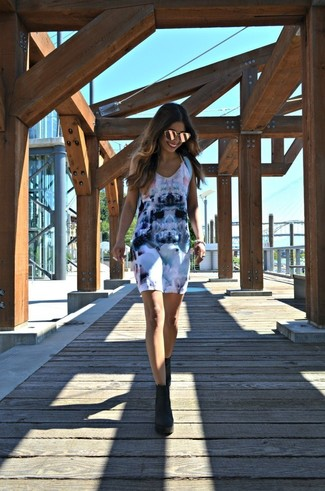 How to wear: white print tank dress, black suede ankle boots, light blue backpack, gold sunglasses