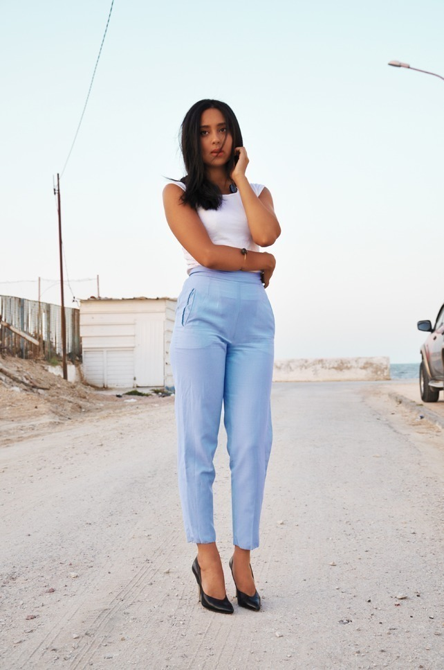 Elegant Denim Pants Are The Most Classic Bottoms That Women  Of Outfits We Are Presenting You The Most Stylish Casual Spring Work Outfits That Include Blue Pants And All The Ways You Can Combine Them High Waisted Blue Pants Can Be