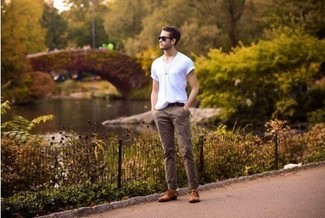 Consider teaming a white v-neck tee with tan chino pants for an easy to wear, everyday look. Bring instant interest and excitement to your ensemble with brown leather derby shoes. You can't go wrong with this one on a summer afternoon.