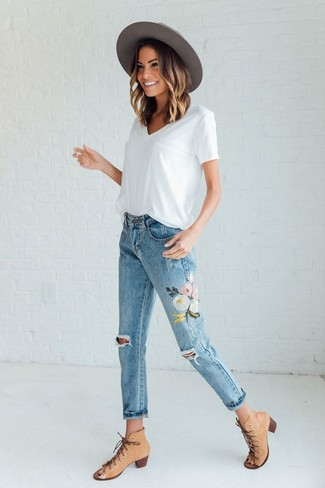 Women's White V-neck T-shirt, Light Blue Floral Jeans, Tan Cutout Leather Ankle Boots, Grey Wool Hat