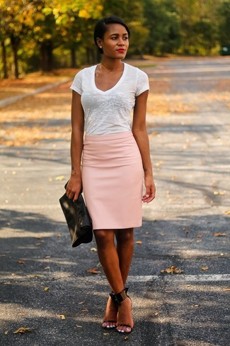 A white v-neck t-shirt and a pink pencil skirt is a wonderful combination to add to your styling repertoire. Play down the casualness of your ensemble with black leather heeled sandals. This combo is basically a lesson in how to master the hot weather fashion.
