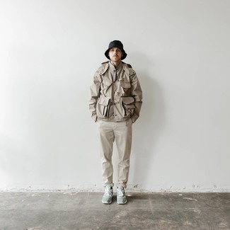 Khaki Chinos Spring Outfits: For a casually stylish outfit, opt for a tan windbreaker and khaki chinos — these two pieces play beautifully together. For times when this look appears all-too-dressy, dial it down by slipping into a pair of mint athletic shoes. So so as you can see, it's a sharp, not to mention spring-ready, outfit to keep in your transitional rotation.