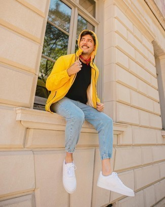 Bandana Outfits For Men: A mustard windbreaker and a bandana are a great combination to rock on weekend days. Why not complement your outfit with a pair of white leather low top sneakers for a sense of polish?