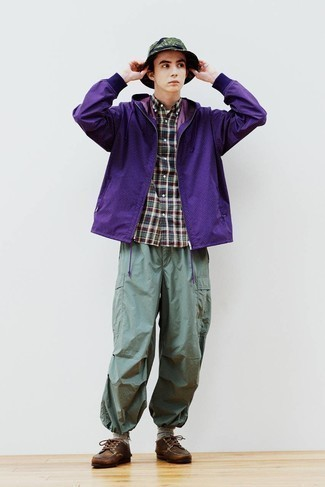 Mint Cargo Pants Outfits: You'll be amazed at how extremely easy it is for any gentleman to get dressed this way. Just a violet windbreaker matched with mint cargo pants. Complement this getup with a pair of brown leather derby shoes to avoid looking too casual.
