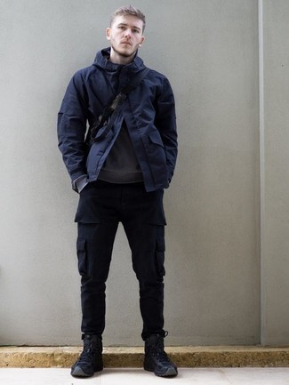 Grey Sweatshirt Outfits For Men In Their 20s: If you love casual ensembles, why not try teaming a grey sweatshirt with navy cargo pants? Navy canvas work boots will bring a more casual feel to an otherwise standard outfit. Perfect if you're scouting for some incredibly inspiring casual style for 20-year-old gents.