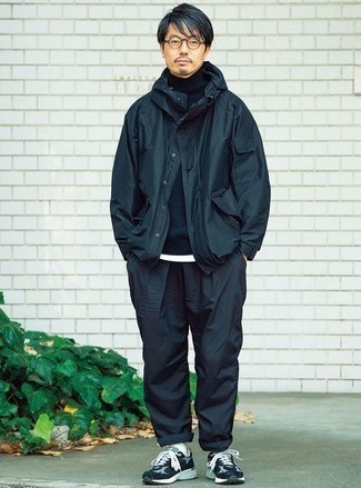 Windbreaker Outfits For Men: If you'd like take your casual game to a new height, try teaming a windbreaker with navy chinos. If you need to effortlessly dial down this look with footwear, why not throw a pair of navy and white athletic shoes in the mix?
