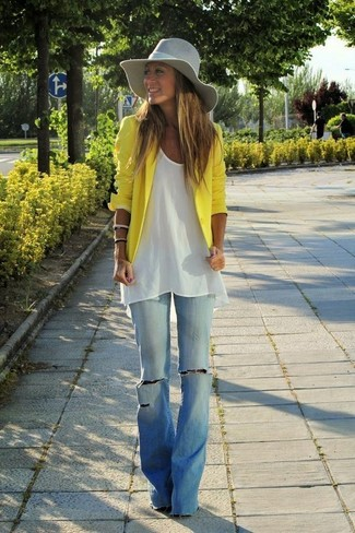 How to wear: yellow blazer, white tunic, light blue flare jeans, grey hat