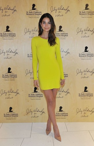 Wear a mustard bodycon dress for an effortless kind of elegance. Polish off the ensemble with khaki leather pumps.