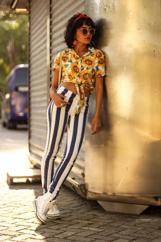 How to wear: yellow floral button down blouse, white and navy vertical striped skinny jeans, white high top sneakers, red headband