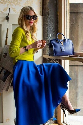 Choose a yellow crew-neck sweater and a skirt to create a chic, glamorous look. Blue animal pumps will add elegance to an otherwise simple look.