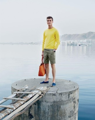 How to wear: yellow crew-neck sweater, olive shorts, blue canvas espadrilles, orange leather tote bag