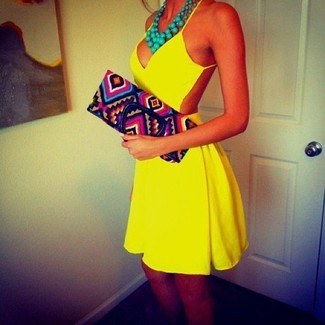 How to Wear a Green Necklace: We all look for comfort when it comes to dressing, and this pairing of a yellow cutout skater dress and a green necklace is a practical example of that.