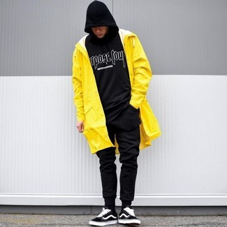 How to wear: yellow raincoat, black and white print hoodie, black sweatpants, black suede low top sneakers