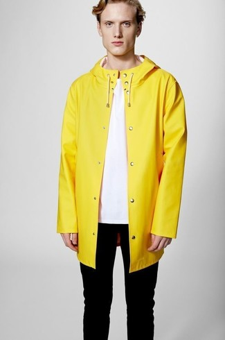 How to wear: yellow raincoat, pink crew-neck t-shirt, black skinny jeans