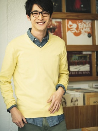 How to wear: yellow v-neck sweater, navy chambray long sleeve shirt, olive chinos
