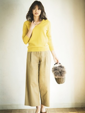 How to wear: yellow v-neck sweater, tan wide leg pants, brown suede pumps, tan straw handbag