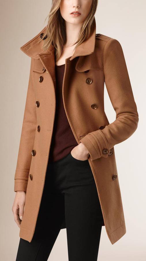 4037f36db4fe1 Manteau brun clair Burberry  Où acheter et comment porter