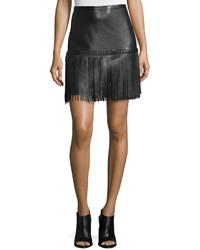 Minifalda de cuero сon flecos negra de L'Agence