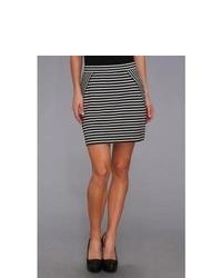 Minifalda de rayas horizontales en negro y blanco