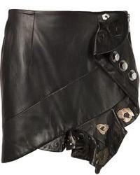 Pour créer une tenue idéale pour un déjeuner entre amis le week-end, associe des bottines à lacets en daim noires avec une minijupe.