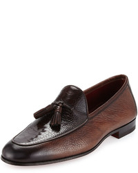 Mocasín con borlas de cuero en marrón oscuro de Neiman Marcus