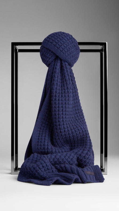 Burberry Waffle Knit Cashmere Scarf 750 Burberry Lookastic Com