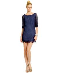 Combinar vestido azul marino de encaje