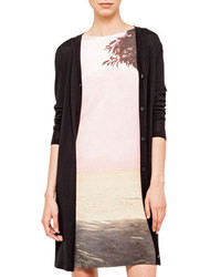 This combination of a long sleeve t-shirt and an open cardigan is perfect for off-duty occasions.