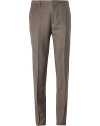 Fais l'expérience d'un style élégant et raffiné avec un cardigan brun et un pantalon de costume.
