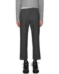 Pantalón de vestir de lana de rayas verticales en gris oscuro