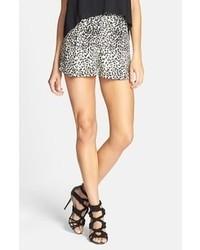 Pantalones Cortos de Leopardo Blancos y Negros