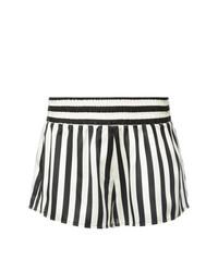 Pantalones cortos de rayas verticales en blanco y negro de Morgan Lane