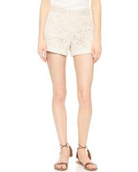 Pantalones cortos de satén en beige de Alice + Olivia