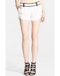 Pantalones cortos en blanco y negro de Alice + Olivia
