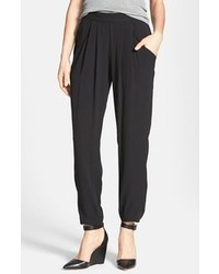 Pantalones de pijama de seda negros de Eileen Fisher