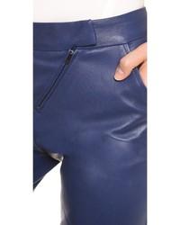 95e8b75b4 ... Pantalones pitillo de cuero azul marino de Zero Maria Cornejo ...