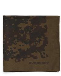 Pañuelo de bolsillo de seda de camuflaje verde oliva de Burberry