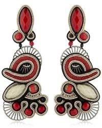 Pendientes rojos de Dori Csengeri