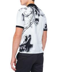 13b113a149740 Polo imprimé blanc et noir Versace  Où acheter et comment porter