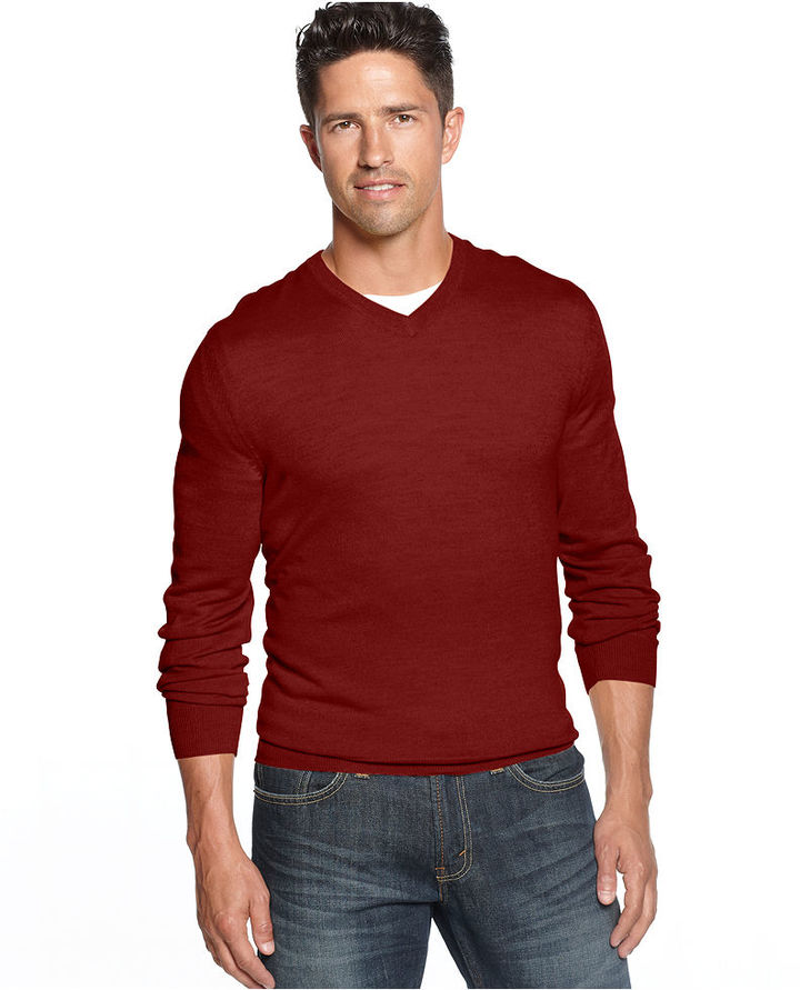 What to Wear Under a V-Neck Sweater. A V-neck jumper is a versatile piece that's easy to mix and match with a range of outfits. Team your men's jumper with with a simple crew neck T-shirt for a more relaxed finish. Wear a a smart Oxford shirt under your jumper for a formal look – perfect for the office.