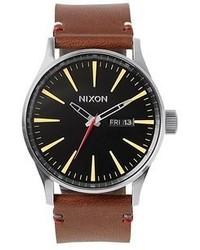 Reloj de cuero marrón de Nixon