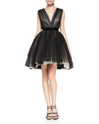 Robe de cocktail de tulle noire Alice + Olivia