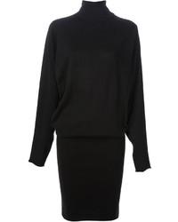 Ce combo de bottines à lacets en daim noires et d'une robe-pull attirera l'attention pour toutes les bonnes raisons.