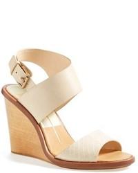 Sandalias con cuña de cuero en beige